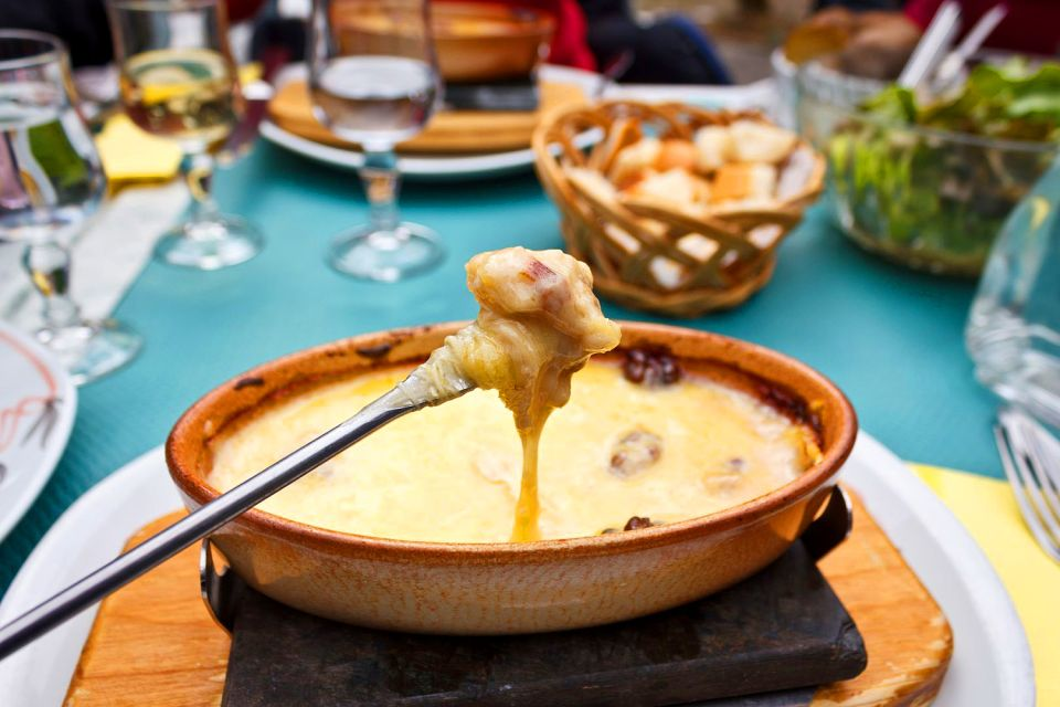 La fondue savoyarde , France