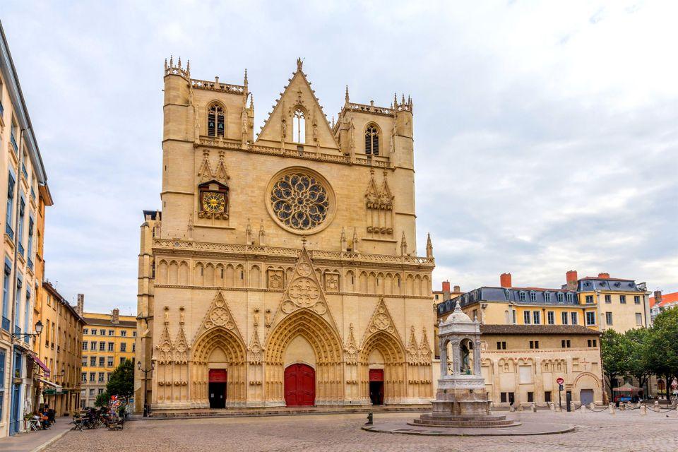 Primatiale Saint-Jean-Baptiste de Lyon , Au pied de la colline , France