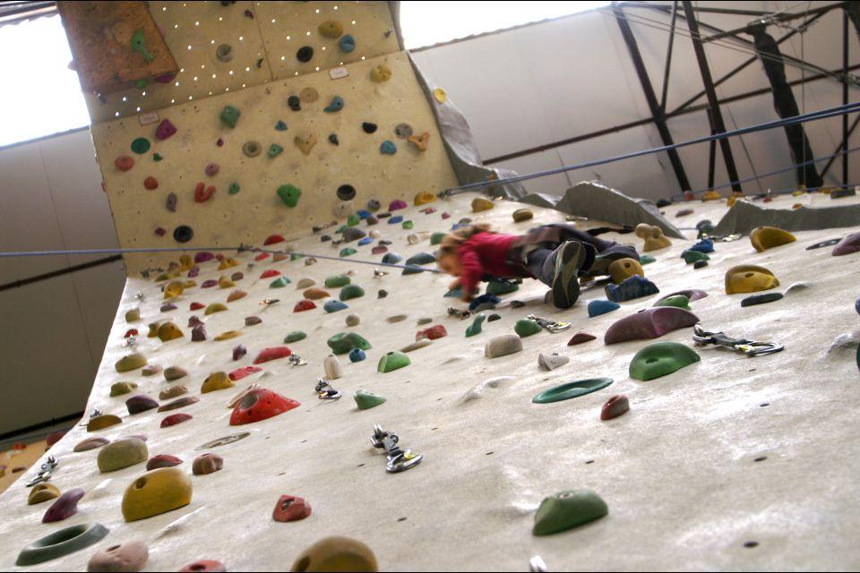 Mur Mur Lyon climbing wall , Activities at the centre , France