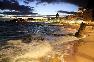 Prueba el Nordik walk en Lloret de Mar , Spanien