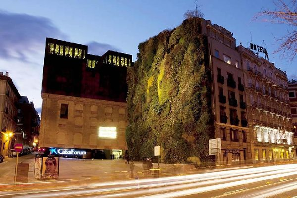 La Caixa Forum , La Caixa Forum à la tombée de la nuit , Espagne