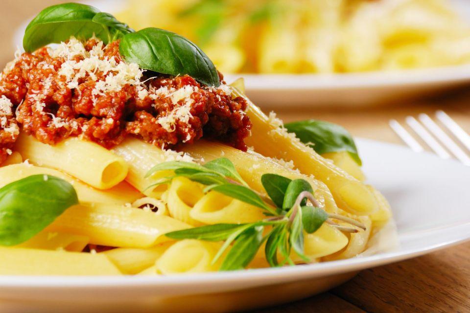 Il Parmigiano Reggiano , Spaghetti al ragù alla bolognese , Italia