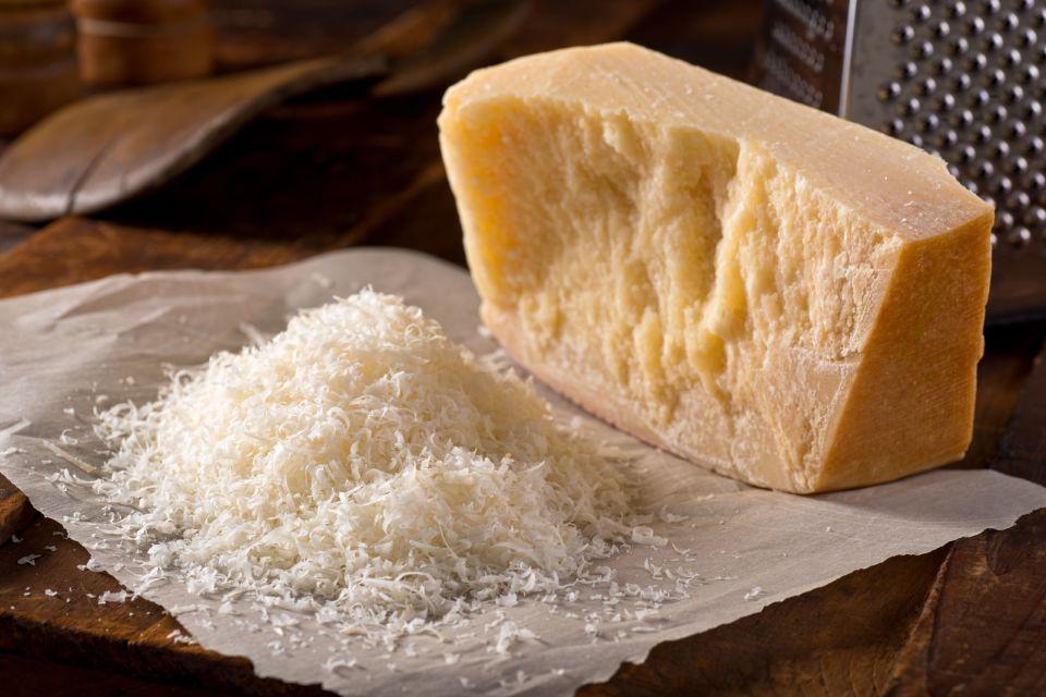 Il Parmigiano Reggiano , Italia
