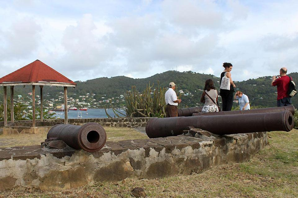 Admiralty Bay , Fort Hamilton rises above Admiralty Bay , Saint-Vincent and The Grenadines
