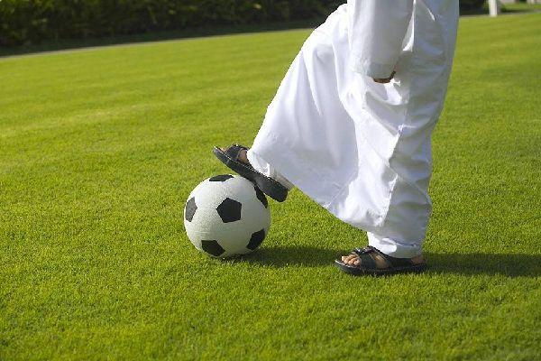 Sharjahs Aktivitäten , Fußball in Schardscha , Dubai und die Emirate