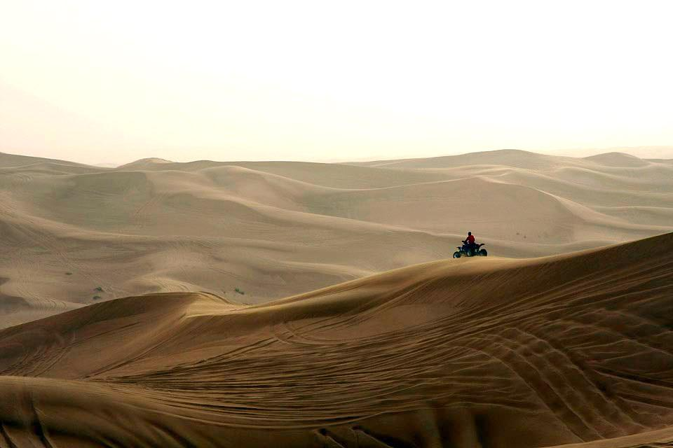 Sharjahs Aktivitäten , Quad biking in Sharjah , United Arab Emirates
