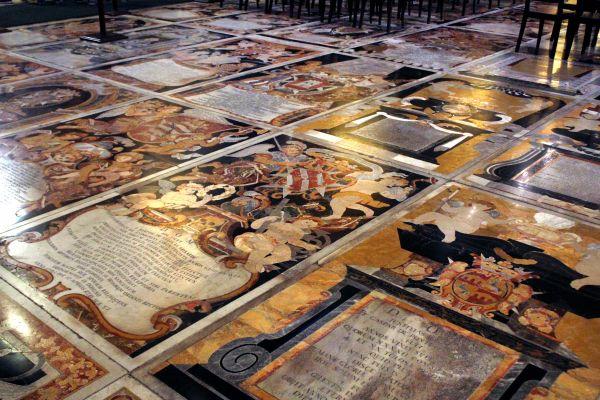 Les tombeaux de la co-cathédrale St Jean, La religion, Les traditions, Malte