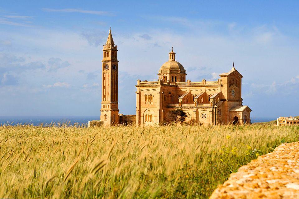 La Basilica Ta'Pinu, Malta, La basilica di Ta'Pinu, I monumenti, Malta