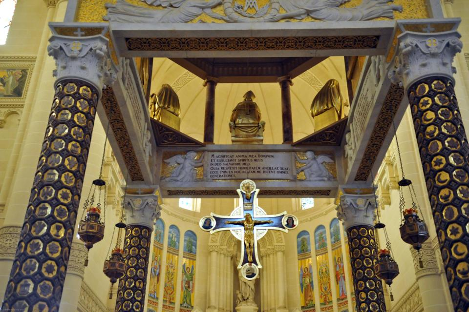 Ta 39 pinu basilica malta for 526 salon st paul