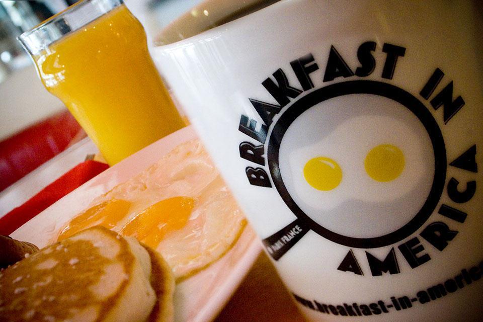 B.I.A. Breakfast in America , L'inaugurazione del ristorante , Francia