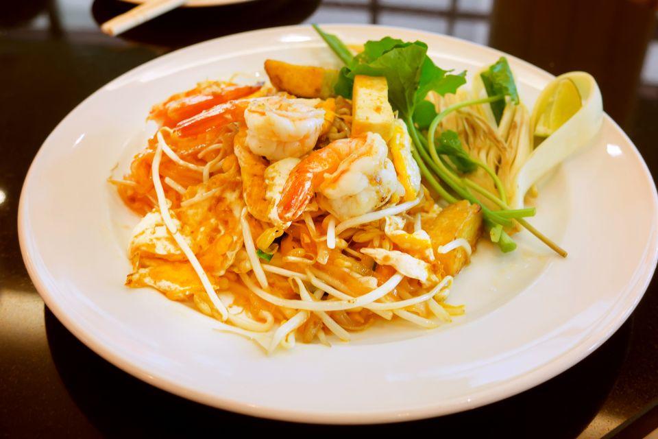 La cuisine thaïe , Satay chicken skewers , Thailand