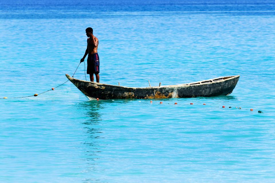 La pesca , Pescador en su barca , Las Seychelles