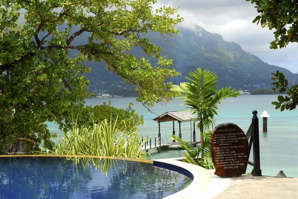 Cerf Island , Un bungalow en el bosque , Las Seychelles