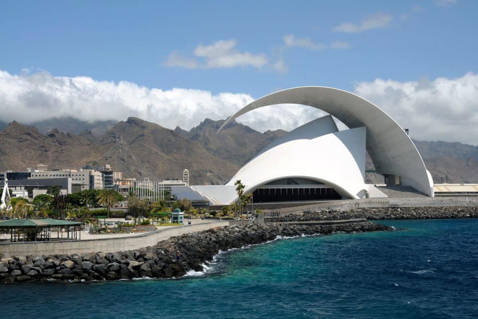 El auditorio de Tenerife , Un centro cultural , España