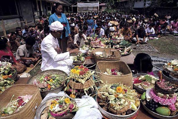 La religion et les rites , Les offrandes , Indonésie