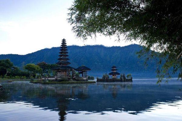 La religion et les rites , Les lieux sacrés , Indonésie
