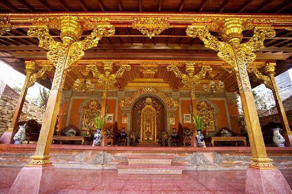 La religion et les rites , Temples et maisons , Indonésie