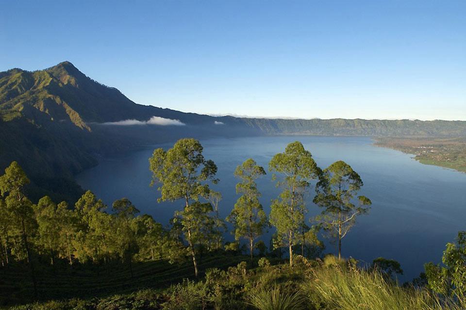 Les volcans , Des volcans et des lacs , Indonésie