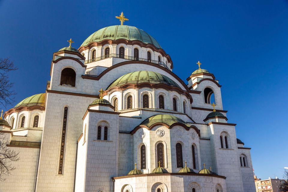 Vista su San Sava dai tetti, Il tempio di Santo-Sava, I monumenti e le passeggiate, Serbia
