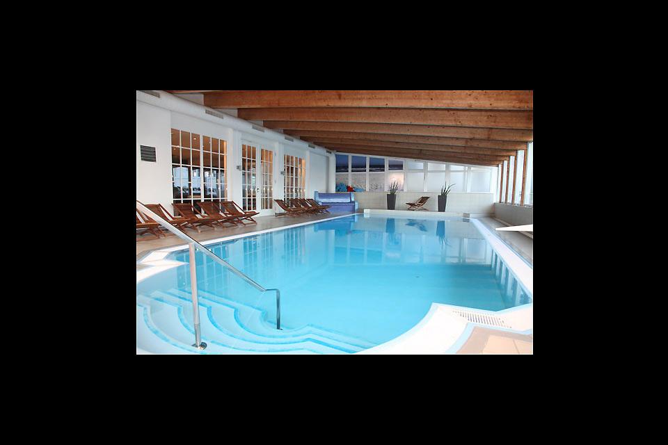 Rügens Kur- und Wellnessangebot , Das Schwimmbad des Hotel 4 Jahreszeiten , Deutschland