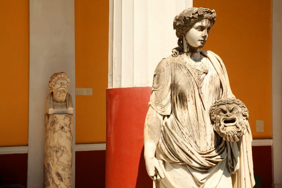 Le palais d'Achilleion à Corfou , Les statues du palais , Grèce