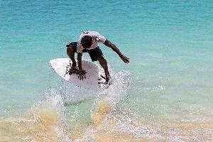 Sport ed escursioni , Skimboard sulla praia Santa Maria , Capo Verde
