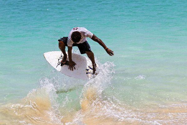 Sport und Ausflüge , Skimboard auf der Praia Santa Maria , Kap Verde