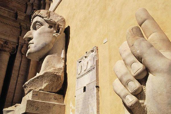 I Musei Vaticani , La Statua di Costantino , Italia