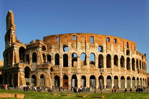 Il Colosseo , Roma , Vista frontale del Colosseo , Italia