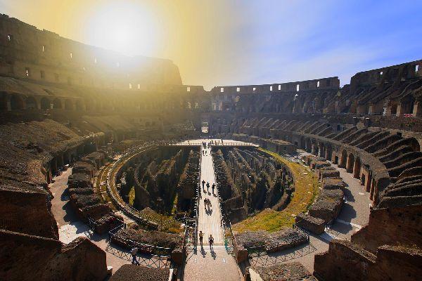 Il Colosseo , Roma , Panoramica interna del Colosseo , Italia