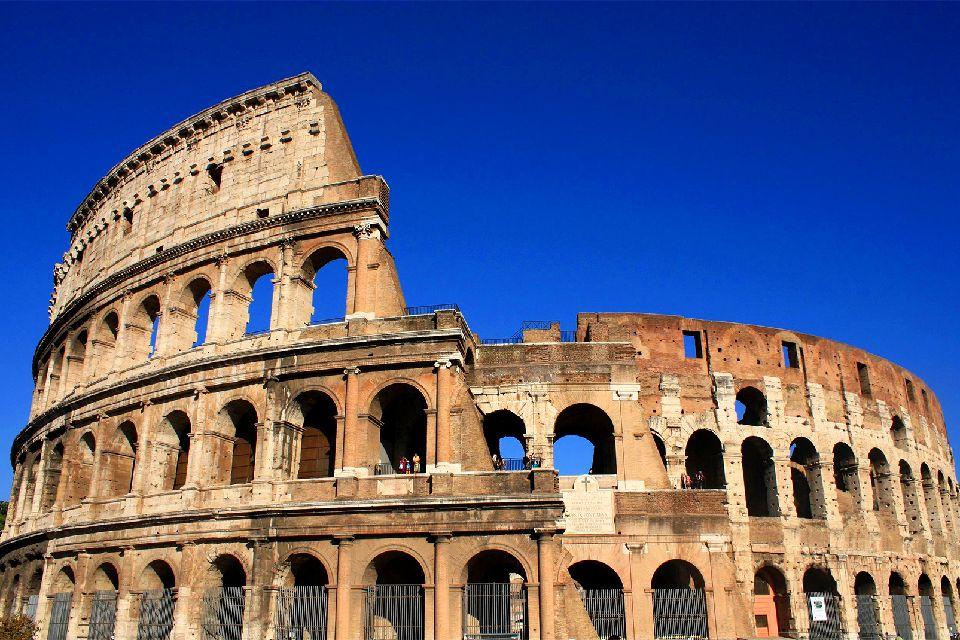 Il Colosseo , Roma , Il Colosseo , Italia