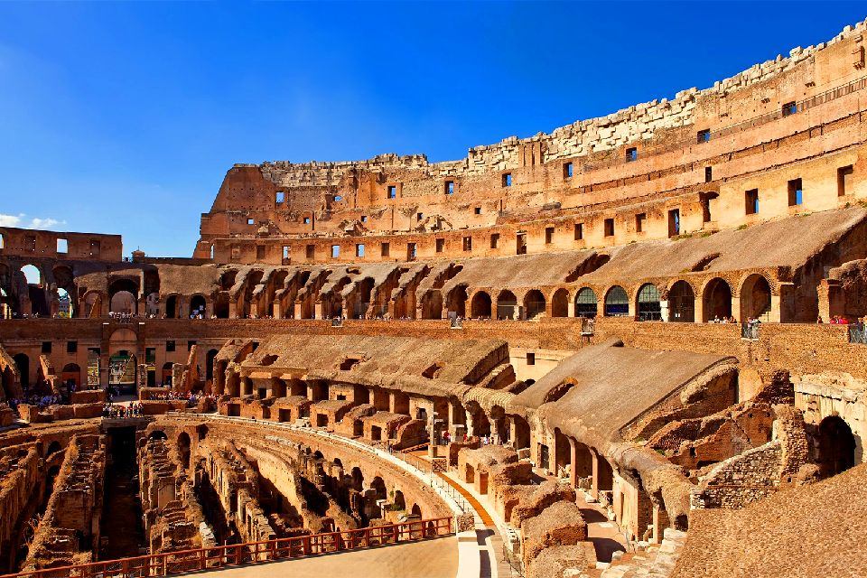 Il Colosseo , Roma , Particolare dell'interno , Italia