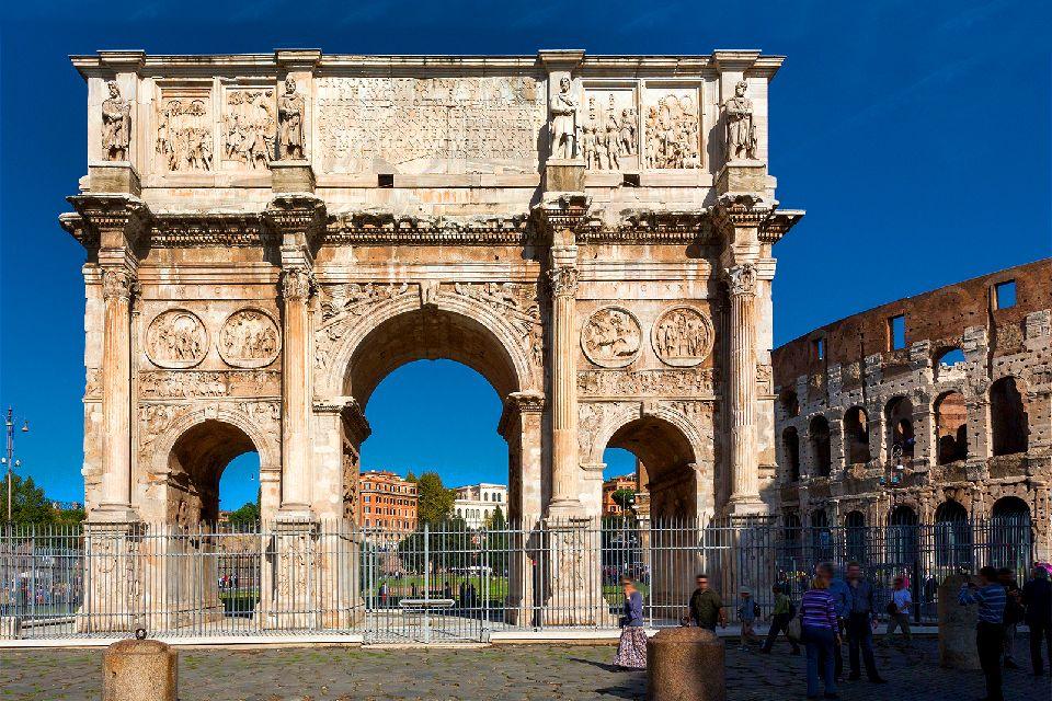 Il Colosseo , Roma , L'Arco di Costantino , Italia