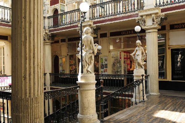 Le Passage Pommeraye à Nantes , Un pasaje en escalera , Francia