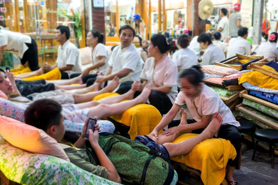 Il massaggio thai , Il massaggio delle gambe , Thailandia