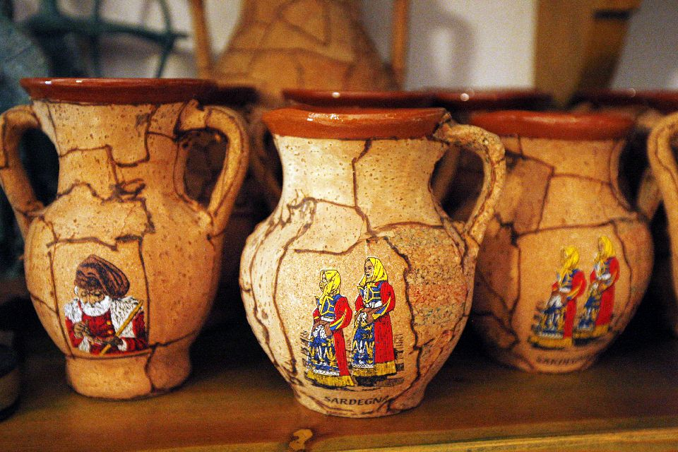 Handmade crafts , Pottery and cork work , Italy