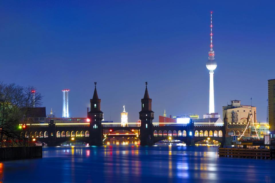 La vita notturna a Berlino, Dove uscire, BERLINO/ Skyline dal fiume <em>Spree</em>, Berlino, Germania