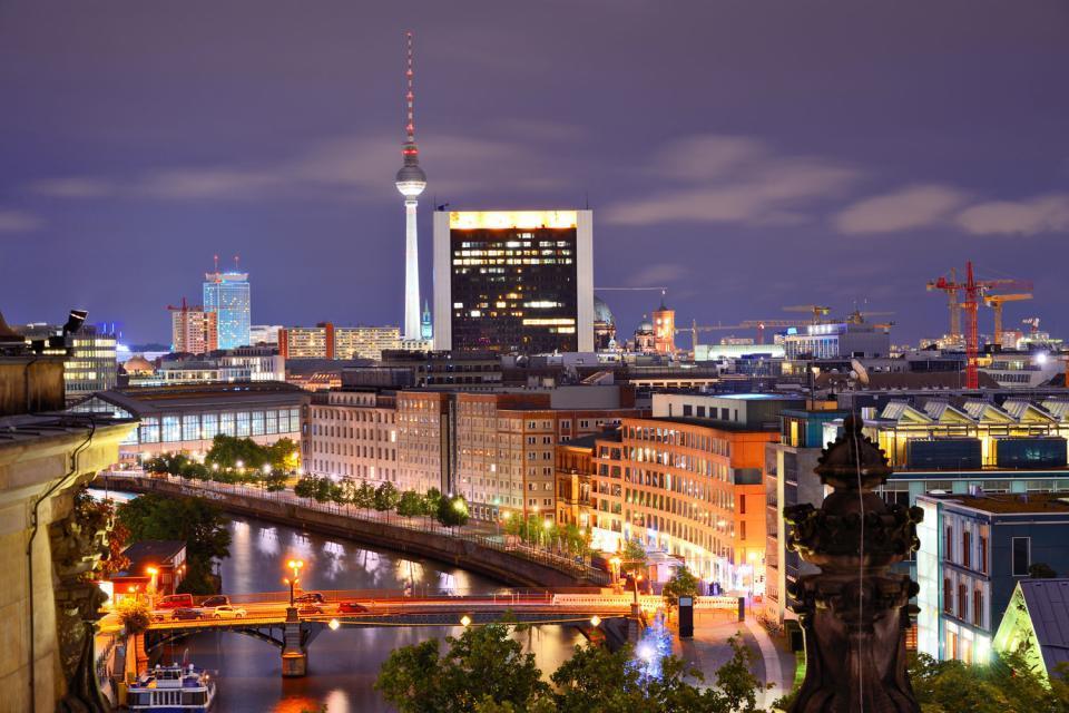La vita notturna a Berlino, Dove uscire, BERLINO/Skyline con Torre della Televisione, Berlino, Germania