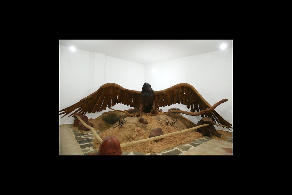 Sculpture sur bois , L'aigle et le serpent , Grèce