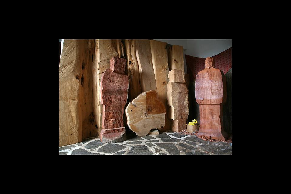 Sculpture sur bois , L'atelier de l'artiste , Grèce