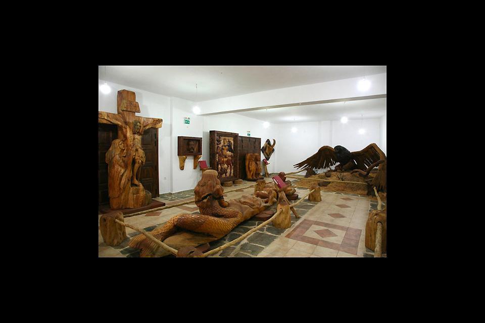 Sculpture sur bois , Un musée grandeur nature , Grèce