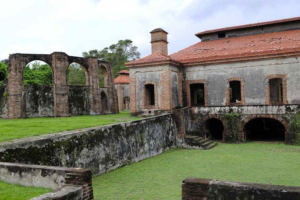 l'ancienne sucrerie de Boca de Nigua , Les ruines de la sucrerie , République dominicaine