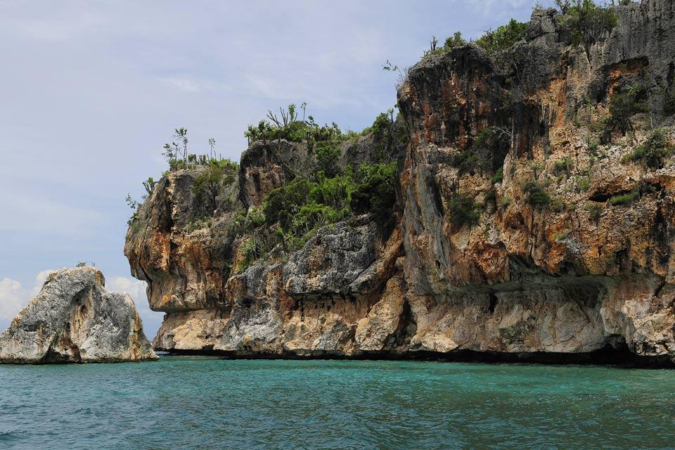 La plage de Bahia de las Aguilas , Falaises à pic , République dominicaine