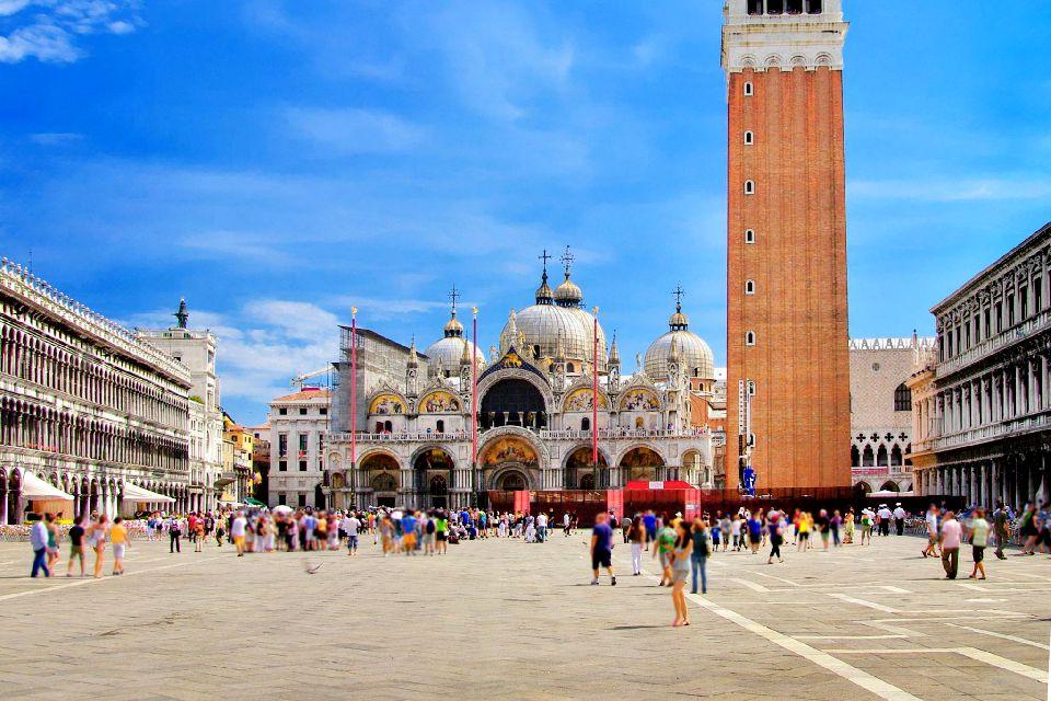 La place Saint-Marc , La place San Marco , Italie