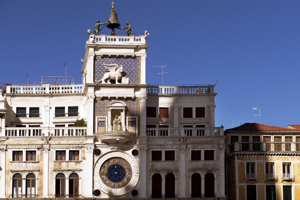 La place Saint-Marc , La Tour de l'Horloge à Venise , Italie