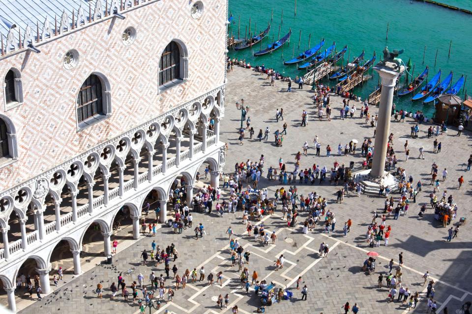 La place Saint-Marc , La place Saint-Marc et le palais des Doges , Italie
