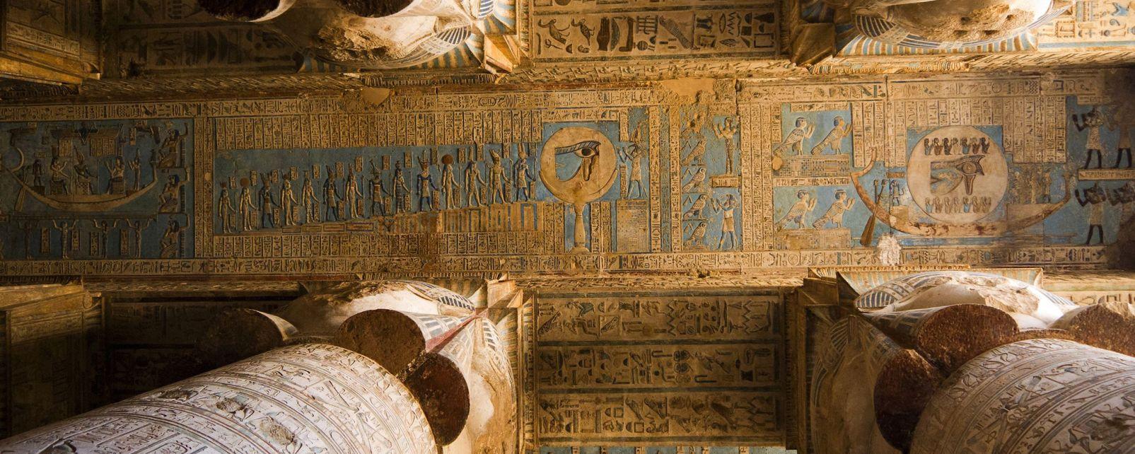 Il soffitto di una delle stanze del tempio, Denderah e il Grande Tempio d'Hathor, I siti, Egitto