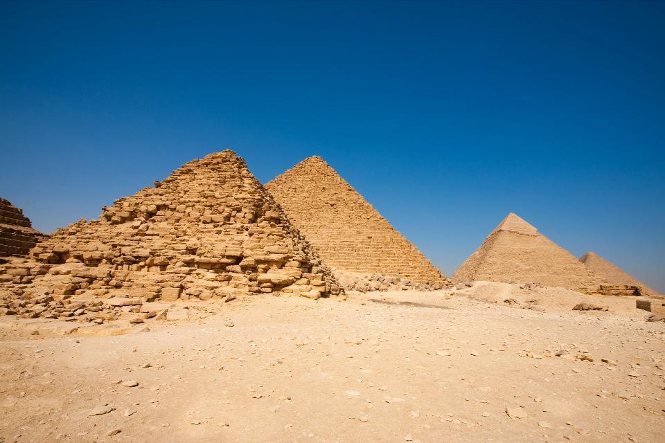 Les pyramides de Gizeh , Deux des 3 pyramides de Gizeh , Egypte