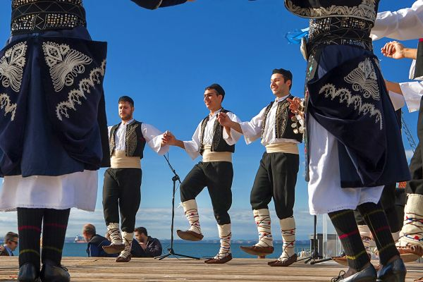 , Traditional dance and music, Arts and culture, Crete
