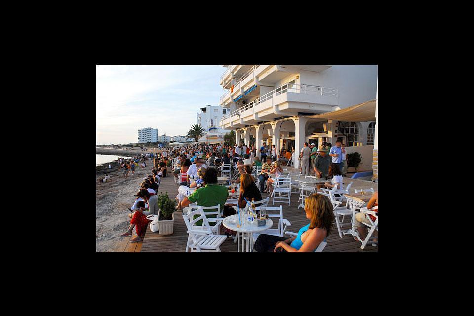 Le Café del Mar à San Antonio, Les activités et les loisirs, Le Café del Mar à San Antonio, Baléares